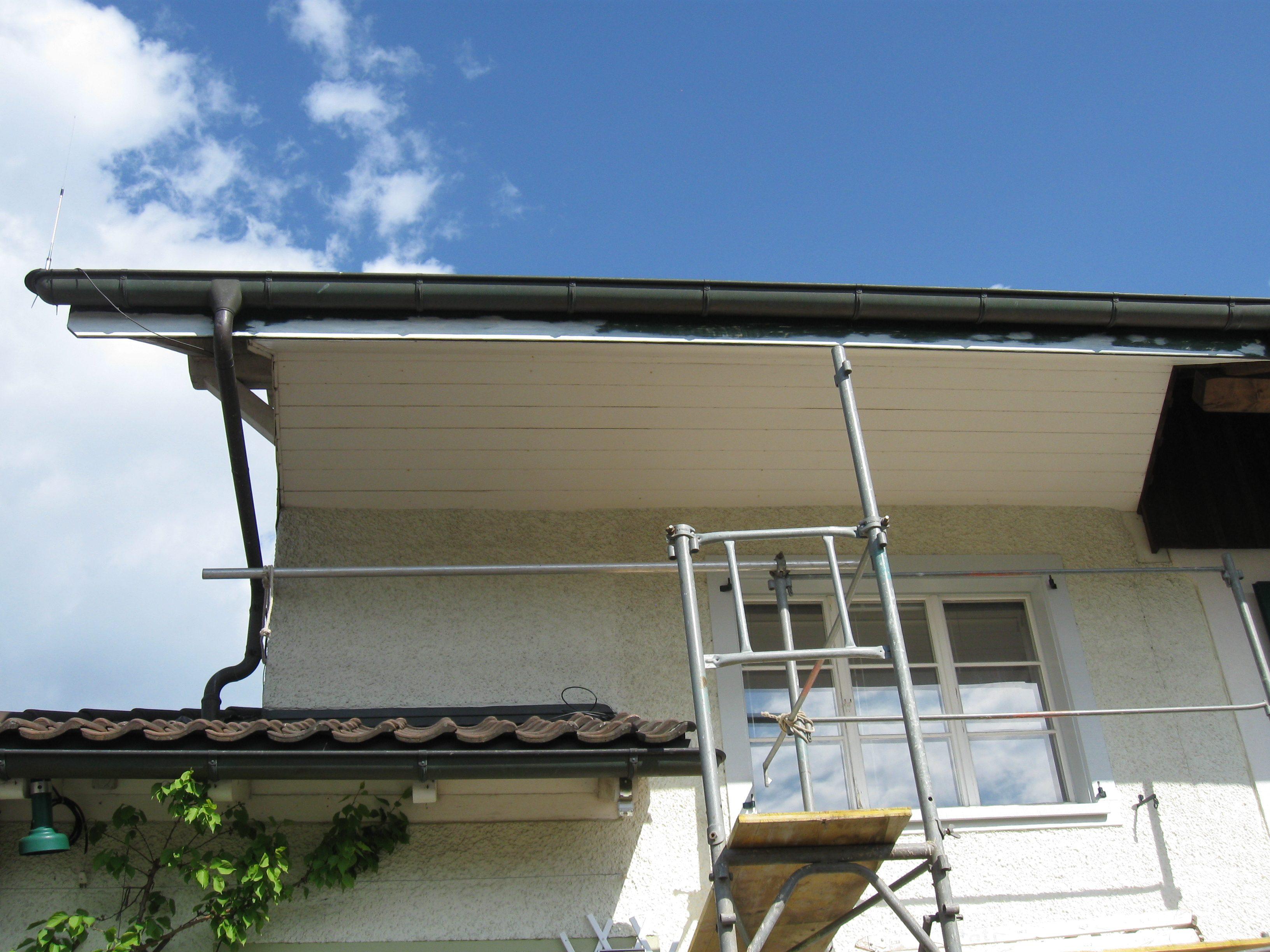 Damit auch im 1.Stock die Fensterbrüstung neu gestrichen, und das Unterdach geputzt werden konnte