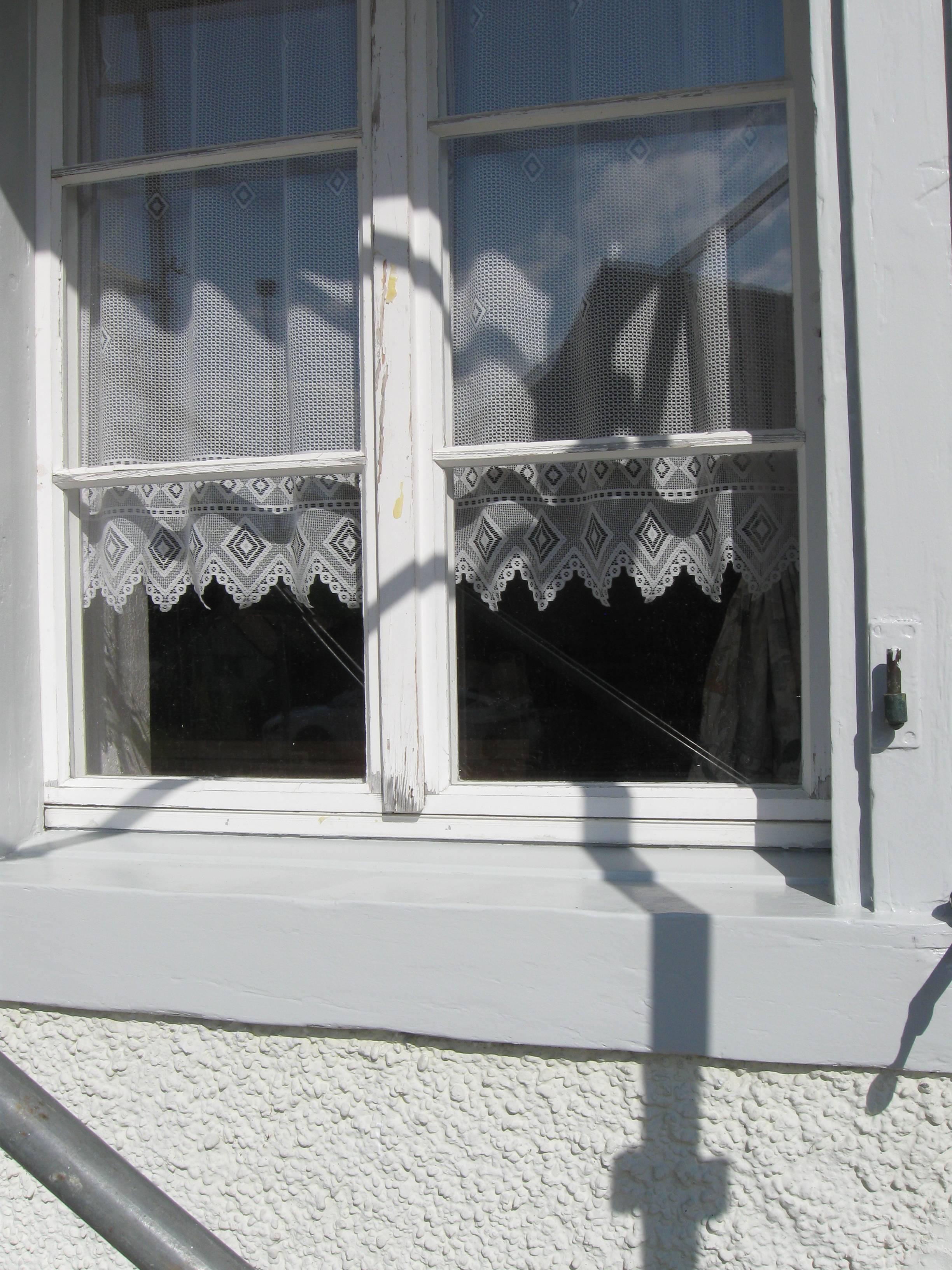 Die Fensterleibungen im EG sehen wieder wie neu aus