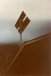 Die beiden Solarpanel der kleinen Solaranlage für die Doppelzimmer und das Massenlage im Jahre 1984