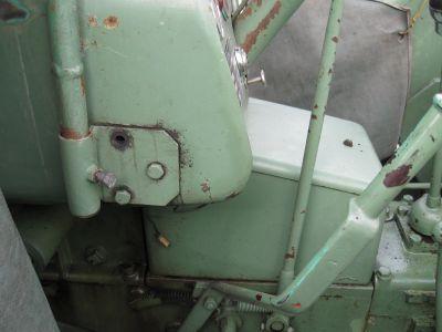 Dachbefestigung am Bührer UNM 4/10 Vorne links (Dort wo die Schraube fehlt hatte ich noch eine Sicherungsscheibe)