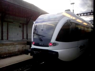 Auch die S22 auf Gleis 1 wartet am 28.Mai um 6:48 auf die weiterfahrt.