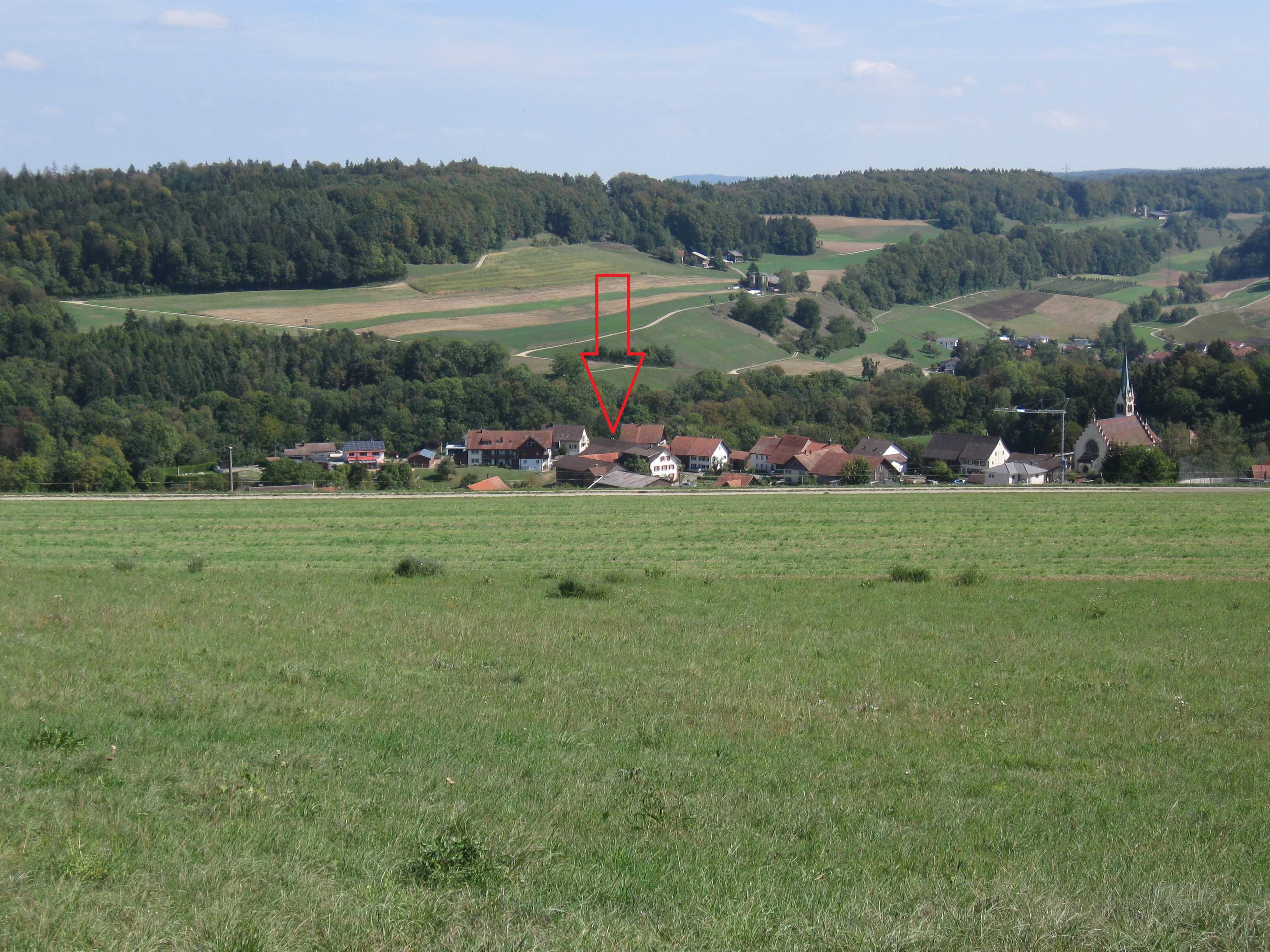 Sicht vom Repeater Standort hinunter ins Unterdorf, wo der Freifunkrouter knapp zu sehen ist