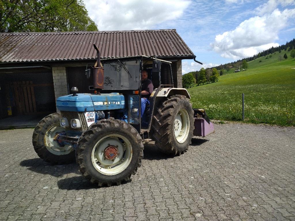 Aschi auf dem 'neuen' Graffenrieder-Traktor Ford 4110 Spezial
