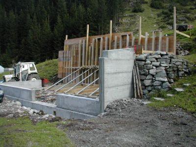 Schalung für die Lawinenschutzmauer