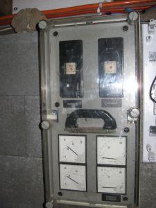 Haubtkasten mit Haubtsicherungen (12V) ,Spannungs- und Leistungsmetern