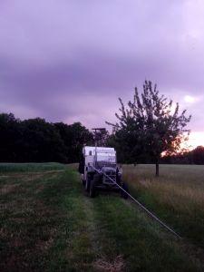 Diese dunkle Wolke gefällt mir nicht, daher Mast einziehen und Antenne bereit machen zum einfahren