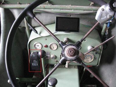 Das CB Handfunkgerät Stabo xh 9006e auf dem Bührer UNM 4/10