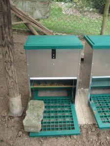 Hühner-Futterautomat Feedomatic oben geschlossen
