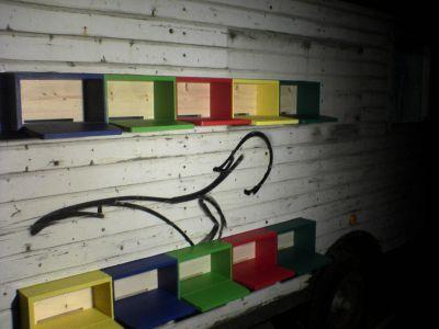 Fertig im Bauwagen eingebaute Bienenkästen