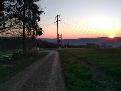 Das rote am gegenüberliegenden Hügel war die Sonne ;-)