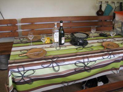 Tisch für das Käsefondue ist bereit